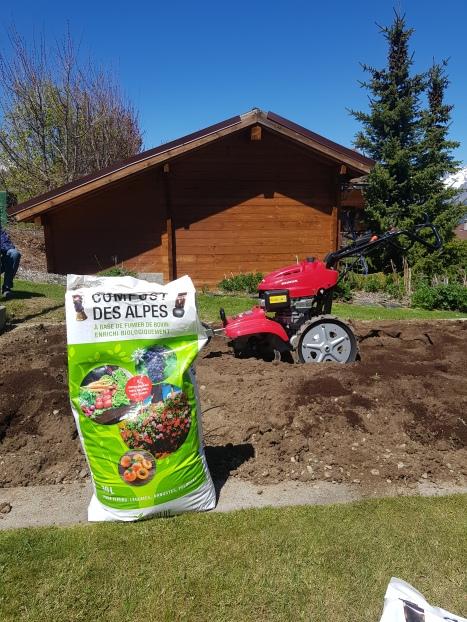 Labourage d'un jardin potager