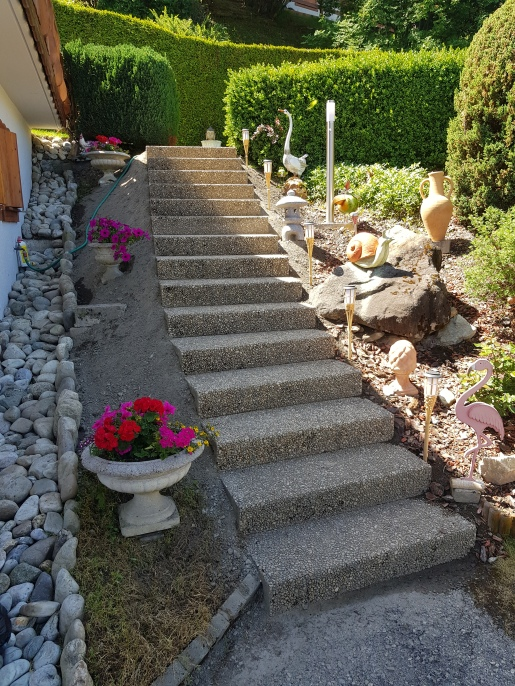 Escalier avec marche en béton