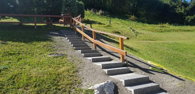 Escalier avec marches en béton