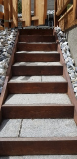 Escalier en bois et pierre naturelle
